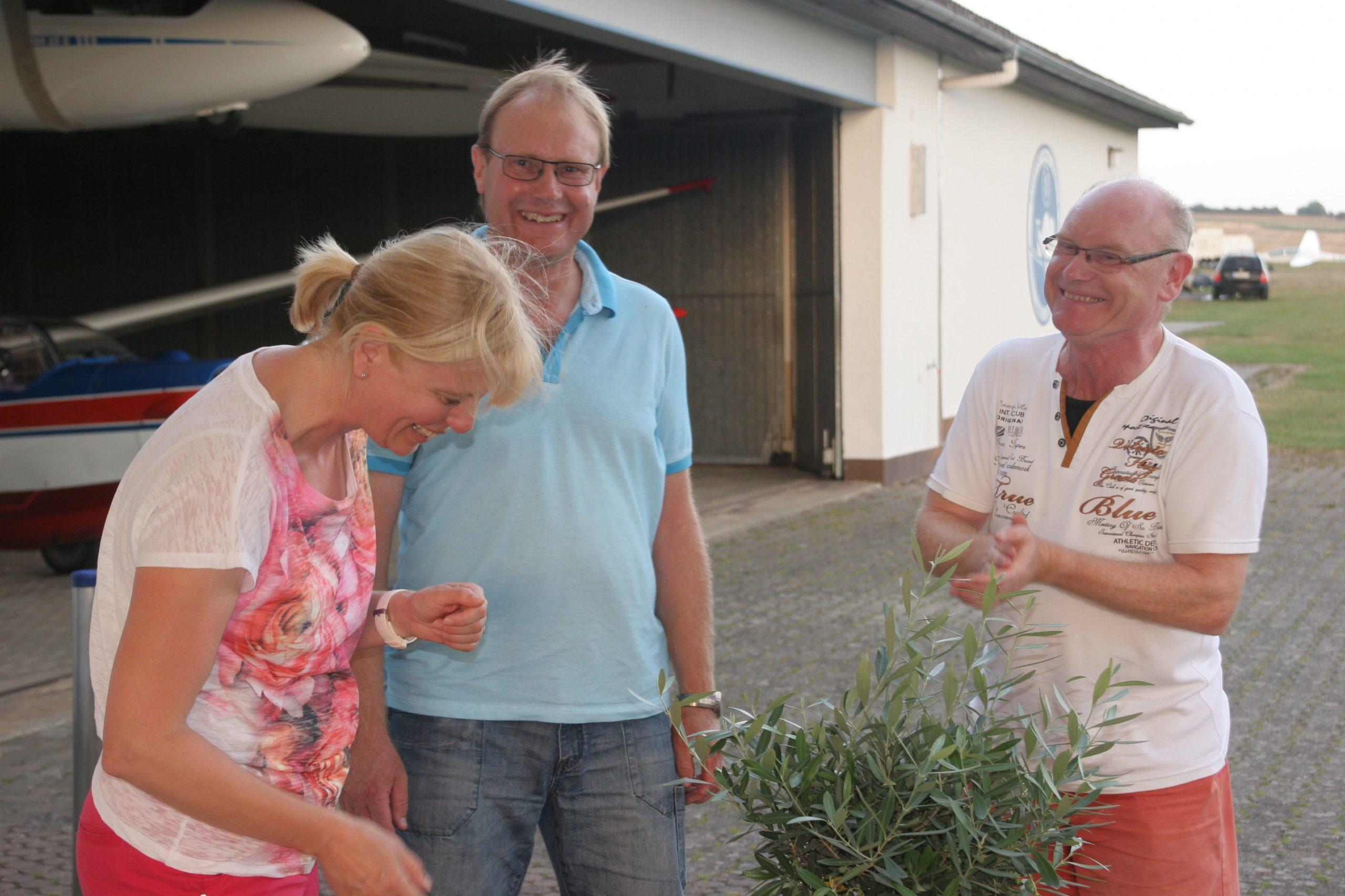 Armin dankt Edeltrud und Bernhard für die tolle Organisation und Verpflegung