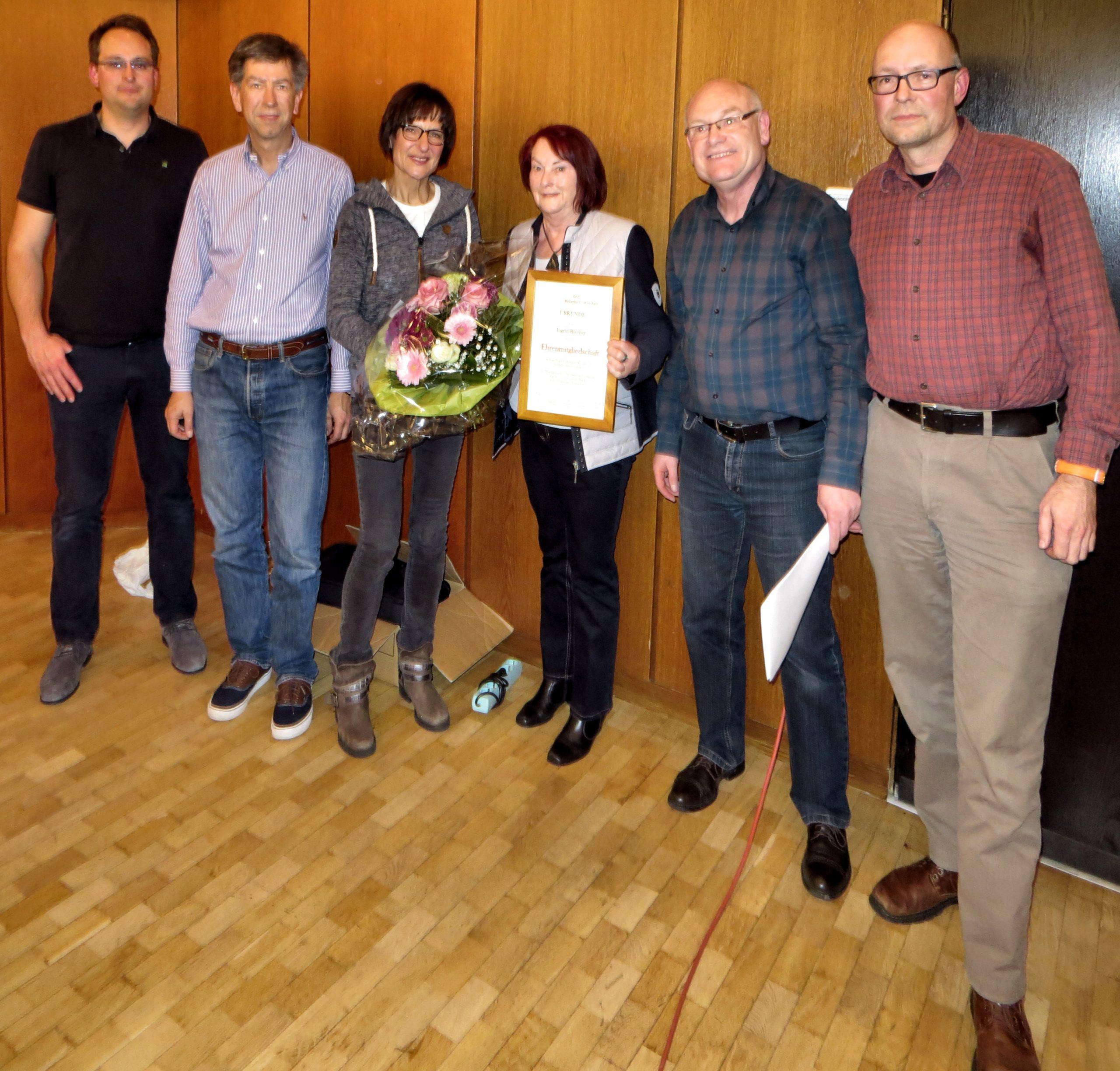 Verein und Vorstand ehrten Ingrid Blecher für ihre Verdienste um Verein und Frauensegelflug