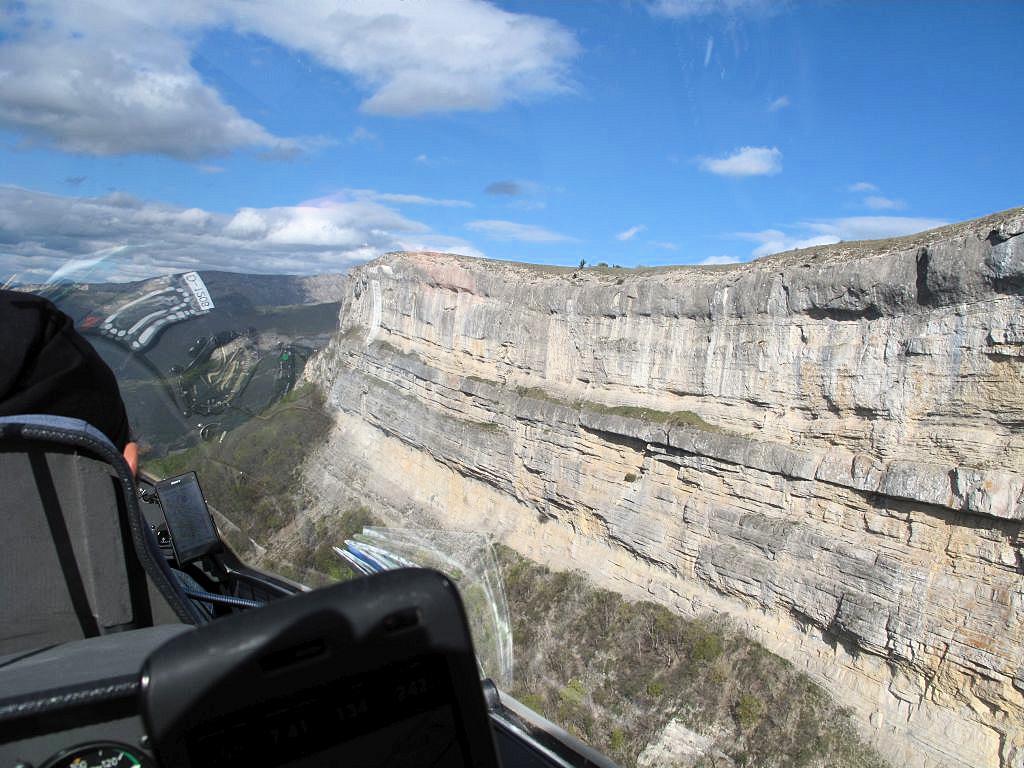 An der Montagne de Gâche gehts vor den warmen Felsen immer rauf wie im Fahrstuhl