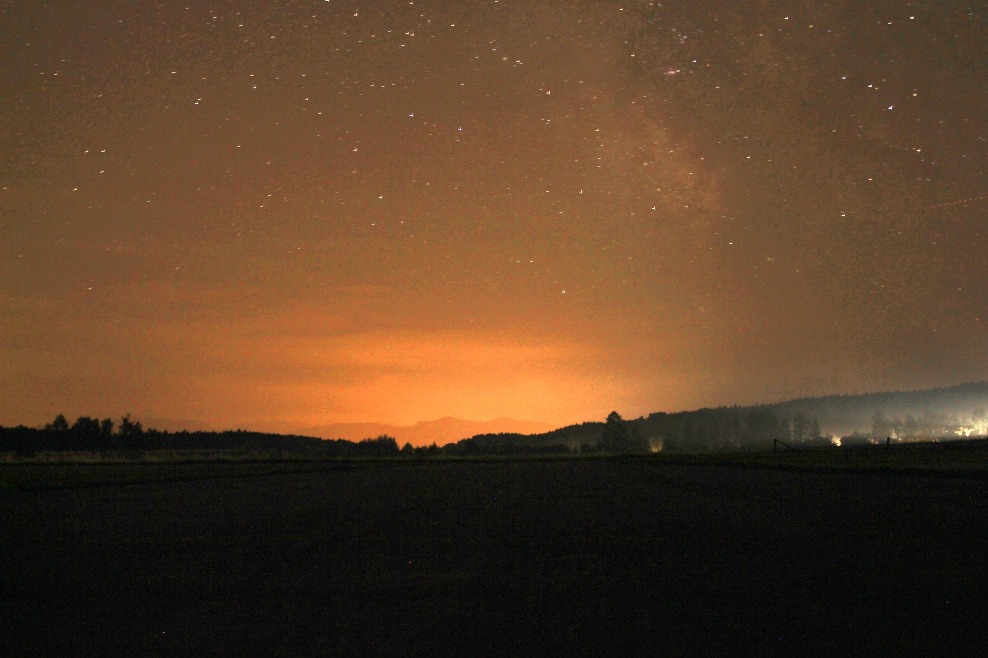 Die Sonne kündigt sich mit mildem Licht an - Sunrise Flying in Paterzell