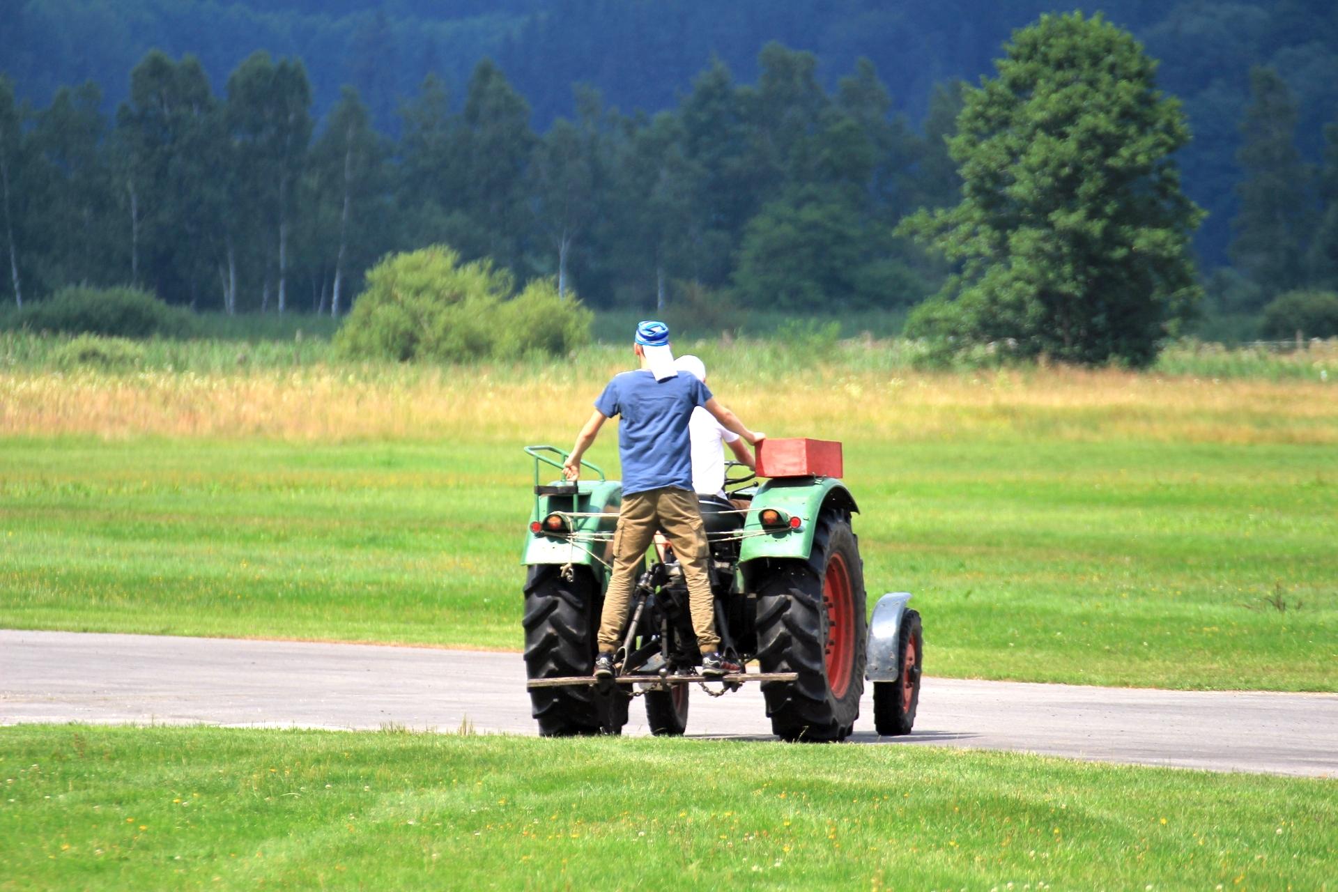 Traktorfahren - fast so schön wie fliegen
